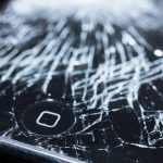 裸族? iPhoneに保護フィルムは必要か。おすすめは? ガラス? フィルム?